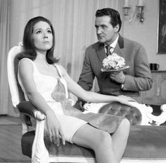 The Avengers : Fashion Guide to Series 5 : 1 Avengers Girl, New Avengers, Diana Riggs, Dame Diana Rigg, Uk Tv Shows, Avengers Images, Emma Peel, Sixties Fashion, Gwyneth Paltrow