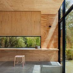 Adaptabilité et flexibilité sont les maitres-mots du projet Balnarring Retreat conçu par Branch Studio Architects pour un particulier australien. Situé à quelques kilomètres de Melbourne, le studio a été conçu comme un espace de retraite à la st...