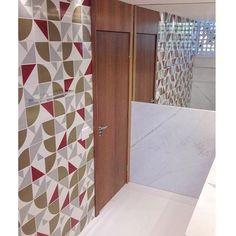 Azulejos Quadrante Musgo, Raiz Vinho e Laje Cinza #banheiro #lavabo #bathroom #restroom #lurca #lurca_azulejos #azulejos #azulejosdecorados #revestimentos #arquitetura #interiores #decor #design #reforma #decoracao #geometria #casa #ceramica #architecture #decoration #decorate #style #home #homedecor #tiles #ceramictiles #homemade #madeinbrazil #saopaulo #sp #brasil #brazil #design #brasil #braziliandesign #designbrasileiro