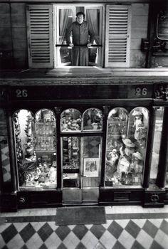 Robert Doisneau  -  Paris : pathways & galleries  // Robert Capia, Galerie Vero Dodat 1976