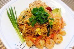 Shrimp Pad Thai (Thai Rice Noodle)