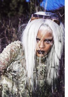 [KLEID] Erdem [KORSETT] Clarisse Hieraix Couture [KOPFSCHMUCK] Rihanna's own by OMC