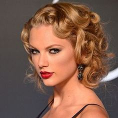 Taylor Swift beauty look