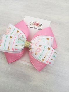 Valentines Day Hair Bow, Love Arrows Hair Bow, Pink and Metallic Gold Hair Bow, Girl Hair Bow, 4 Inc Bow measures approximately 4 Toddler Hair Clips, Baby Hair Clips, Baby Hair Bows, Ribbon Hair Bows, Diy Ribbon, Grosgrain Ribbon, Gold Hair Bow, Handmade Hair Bows, Diy Bow