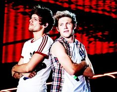 My friend went to the Toronto concert and got the best picture of Niall and Louis(not this pic)