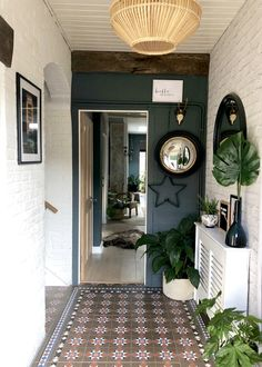 Worthy forecasted feng shui entrance hallway you could check here Feng Shui Entrance, Small Entrance Halls, Narrow Hallway Decorating, Apartment Entrance, House Entrance, Hall Mirrors, Small Hallways, Modern Staircase, Eclectic Decor