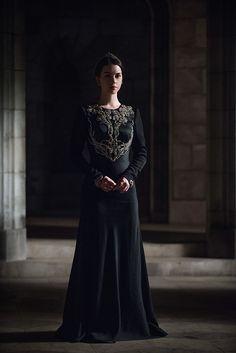 """Reign Season 2 Episode 21 """"The Siege"""" photos, Mary - Dress Reign Season, Season 2, Marie Stuart, Reign Tv Show, Reign Mary, Reign Dresses, Reign Fashion, Adelaide Kane, Medieval Dress"""
