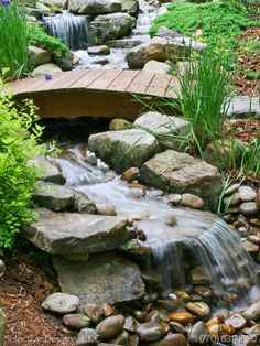 Best small waterfall designs giving the best natural refreshment in such a brilliant backyard with water features Image 31 Waterfall Landscaping, Garden Waterfall, Pond Landscaping, Backyard Stream, Backyard Water Feature, Ponds Backyard, Backyard Waterfalls, Pond Design, Garden Design