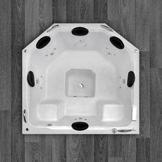 Com um belo design que oferece conforto e bem estar, o SPA Abalone Luxo é fabricado com produtos de alta qualidade e acompanha os seguintes acessórios: 6 Jatos cromados 1 Entrada de água 1 Saída de água 4 Entrada de ar (arejador) 1 Sucção 1 Motobomba de 1 cv + 1 motobomba de 1/2 cv Tubulação de água dos bicos de hidromassagem Tubulação de ar dos bicos de hidromassagem 2 Pares de alças de apoio 6 Encostos de cabeça 12 Mini jatos