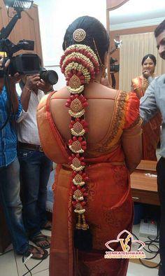 indian wedding hair Best Wedding Decorators in chennai South Indian Wedding Hairstyles, Bridal Hairstyle Indian Wedding, Bridal Hair Buns, Bridal Hairdo, Indian Bridal Fashion, Indian Bridal Makeup, Indian Hairstyles, Bride Hairstyles, Hair Wedding