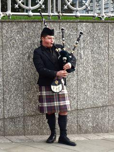 Edinburgh street musician