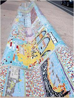 Après de multiples rebondissements, les mosaïques du banc de la Corniche resteront bel et bien sur place. Mais, il n'y en aura pas de nouvelles. Il y a quelques temps, on vous parlait de l'affaire des mosaïques de la Corniche. Il s'agit d'une série de mosaïques installées par une association menée par Paola Cervoni pour