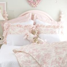 35 Amazingly Pretty Shabby Chic Bedroom Design and Decor Ideas - The Trending House Shabby Chic Mode, Shabby Chic Interiors, Shabby Chic Pink, Shabby Chic Bedrooms, Shabby Chic Kitchen, Shabby Chic Style, Shabby Chic Furniture, Shabby Chic Decor, Shabby Vintage
