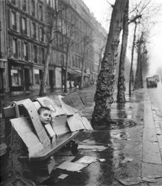 Robert Doisneau, The cardboard house, 1957 Atelier Robert Doisneau tag: kids bench