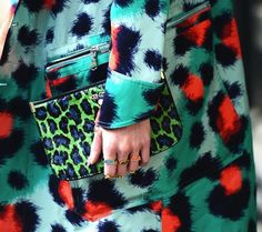 enlarged, bold contrasting prints. Animal print. Kenzo.