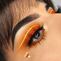 Are you looking for ideas for your Halloween make-up? Browse around this website for cute Halloween makeup looks. Halloween Eyeshadow, Cute Halloween Makeup, Halloween Makeup Looks, Cute Makeup, Creepy Halloween, Eye Makeup Designs, Eye Makeup Art, Makeup Eyes, Creative Eye Makeup