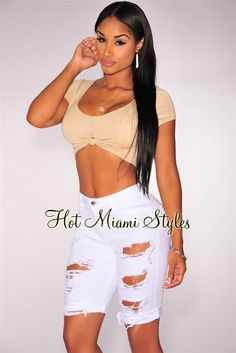 Welcome the season in a totally casual chic dose of denim with this pair of white destroyed bermuda shorts. From a day at the park to a night out in downtown, this pair ensures you keep your style on check. White Ripped Shorts, Distressed High Waisted Shorts, Waisted Denim, Ripped Denim, New Outfits, Fashion Outfits, Chill Outfits, Hot Miami Styles, Short En Jean