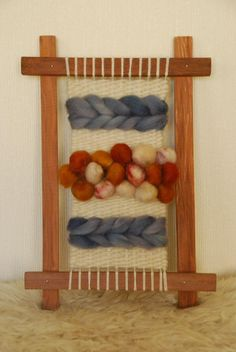 Loom Weaving, Hand Weaving, Santa Boots, Yarn Crafts, Fiber Art, Projects To Try, Tapestry, Creative, Fabric