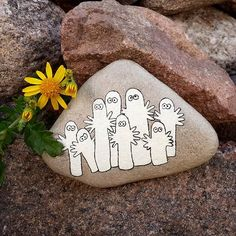 Instagram photo by @tharna (Kate Kate) | Iconosquare Rock Crafts, New Crafts, Arts And Crafts, Stone Painting, Rock Painting, Halloween Rocks, Rock And Pebbles, Rock Design, Painted Stones