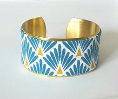 Bracelet manchette laiton et tissu japonais écailles bleu