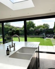 Outdoor Privacy, Garden Yard Ideas, Modern Backyard, Interior Decorating, Interior Design, Home Reno, Apartment Design, Outdoor Furniture Sets, Kitchen Decor