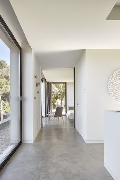 Image 12 of 21 from gallery of Casa Sebbah / Pepe Gascon + ASA Alexandre Boulin. Photograph by José Hevia Concrete Kitchen Floor, Polished Concrete Flooring, Smooth Concrete, Painted Concrete Floors, Style At Home, Concrete Interiors, Barn Renovation, Two Storey House, House And Home Magazine