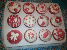Zelf gemaakte cupcakes voor een meisjes babyshower/geboorte