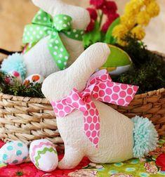 DIY Easter bunny softie pattern and sewing tutorial // Plüss húsvéti nyuszi dekoráció (ingyenes szabásmintával) // Mindy - craft tutorial collection // #crafts #DIY #craftTutorial #tutorial #easter #easterCrafts #DIYEaster