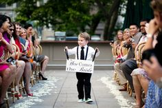 Really cute idea for the pageboy or a bridesmaid | idea carina per una damigella - matrimonio