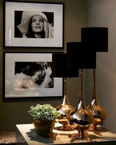 Preto e branco junto com peças douradas ou em cobre dão um toque de sofisticação. . #saladeestar #livingroom #decoraçao #blackandwhite #pretoebranco #art #lighting