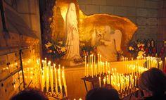 Nuestra Señora de la Oración L'Ile-Bouchard, Francia  1947 Vidente: Cinco niñas de 7 a 12 años. Aprobación del obispo, 2001.