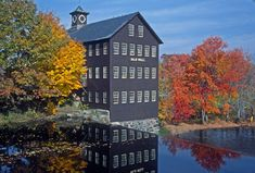 Fall-colors-at-Old-Mill-in-Hatfield-Massachusetts