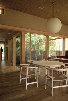 Toshihito Yokouchi Architects - Love the windows and tones Japanese Modern, Japanese House, Japanese Design, Japanese Style, Natural Interior, Wood Structure, House Design, Interior Design, Architecture