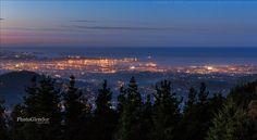 Ayer estrenaba año con una vista nocturna (en la hora azul) de Oviedo. Hoy, para no ser menos voy a subir una panorámica nocturna (en la hora azul) de Gijón. Gracias por seguirme y compartir. | Flickr - Photo Sharing!