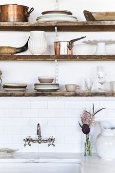 Reclaimed wood shelves as open shelving in the kitchen. Rustic Kitchen, New Kitchen, Kitchen Decor, Copper Kitchen, Kitchen White, Kitchen Ideas, Kitchen Styling, Minimal Kitchen, Copper Counter