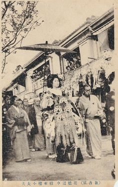 Retro Pictures, Old Pictures, Old Photos, Vintage Photos, Japanese Geisha, Vintage Japanese, Japanese Celebrations, Japan Spring, Taisho Era