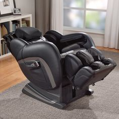 Certified Pre-Owned OSIM® uAstro™2 Zero-Gravity Massage Chair....I found my birthday present!!!