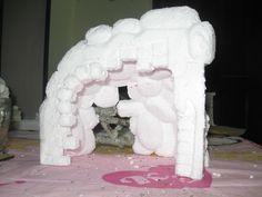 Pesebre Gruta Base icopor frente Christmas Ideas, Christmas Decorations, Nativity, Lion Sculpture, Base, Party, Nativity Sets, Manualidades, Fiesta Party