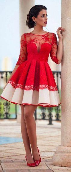 6 kleid festlich kleid in rot und beige mit spitze hochsteckfrisur dunkelbraune haare schuhe mit hohen absaetzen