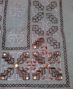 σεμεν μπορντουρα Hobbies And Crafts, Diy And Crafts, Cross Stitch Borders, Beaded Embroidery, Blackwork, Needlepoint, City Photo, Photo Wall, Beads