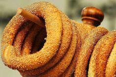 κουλούρι Θεσσαλονίκη - round bread roll from Thessaloniki - Greek Recipes, Desert Recipes, My Recipes, Cooking Recipes, Greek Desserts, Greek Cooking, Cooking Time, Food Network Recipes, Food Processor Recipes
