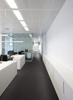 Wunderman and Burson. Marsteller head office is located in L´illa, Rafael Moneo´s commercial and offices building, in Barcelona. The local has 400m2 and we have to create two areas, one for Burson. Marsteller company, and other for Wunderman´s, with...