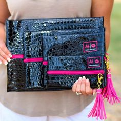Best Way To Safeguard Your Investment Decision - RV Insurance Policies Makeup Junkie Bags In Midnight Pink Southern Mess Boutique Curvy Fashion, Boho Fashion, Autumn Fashion, Womens Fashion, Fashion Spring, Fashion Trends, Graduation Look, Boho Ootd, Suits Tv Shows