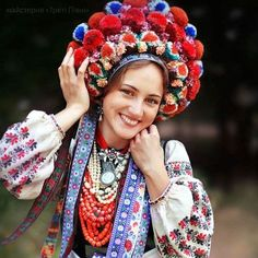 ウクライナ女性の伝統衣装01 Ethnic Fashion, Colorful Fashion, Womens Fashion, Traditional Fashion, Traditional Outfits, Folk Costume, Costumes, Ethnic Outfits, People Of The World