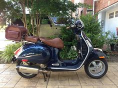 Vespa GTS midnight blue - brown leather