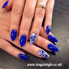 White ring finger and glitter thumb. Nails Only, Get Nails, Fancy Nails, Trendy Nails, How To Do Nails, Nagellack Design, Creative Nails, Gorgeous Nails, Blue Nails