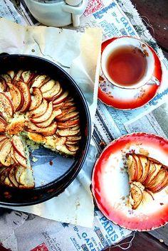 Italian apple cake. Leuk zo, smaak goed maar volgende keer met zelfrijzend bakmeel en op de gewone hoogte in de oven.