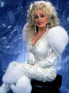 Praise be dolly parton, the ultimate pad Queen. Dolly Parton Costume, Dolly Parton Quotes, Dolly Parton Pictures, Musica Country, Tennessee, It's All Happening, Music Photo, Hello Dolly, Big Hair