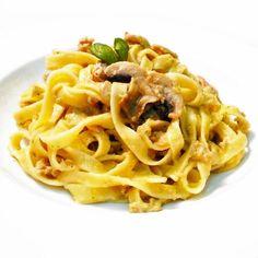 Fitness tagliatelle s pestem a tuňákem - zdravý recept Bajola Bon Appetit, Holiday Recipes, Spaghetti, Deserts, Good Food, Healthy Recipes, Meals, Dishes, Cooking
