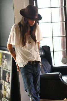 Tasya Van Ree- i love her style, it works so well for her Androgynous Fashion, Tomboy Fashion, Look Fashion, Style Androgyne, Tomboy Chic, Tomboy Style, Mein Style, Facon, Mode Inspiration